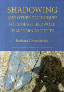 Shadowing and other techniques for doing fieldwork in modern societies av Barbara Czarniawska (Heftet)